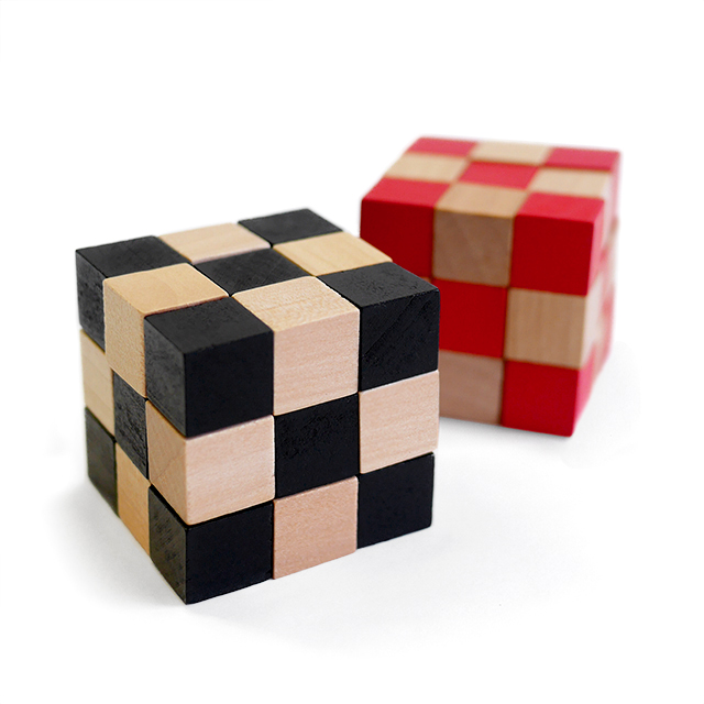 un rubik s cube totalement en bois bois et meubles en bois. Black Bedroom Furniture Sets. Home Design Ideas