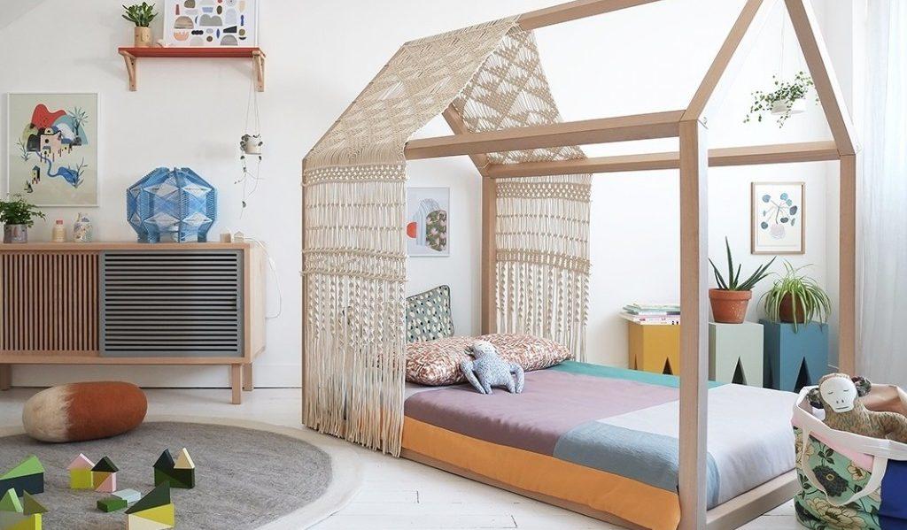 Lit cabane en bois - image