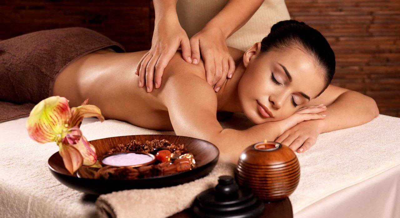 Table de massage en bois - image