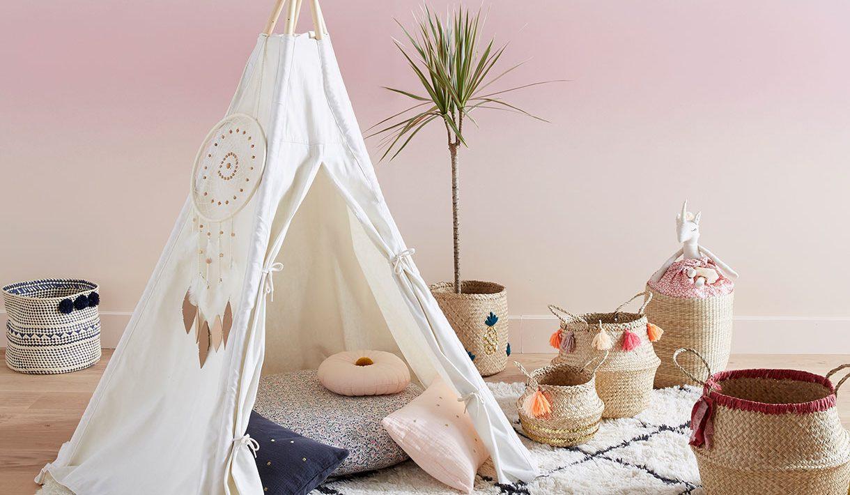 Une tente en bois - image